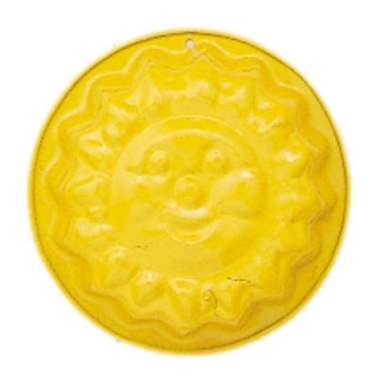 Geel metalen zandvormpje in de vorm van een zon.