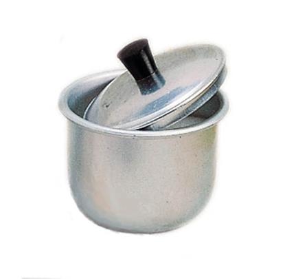 Aluminium suikerpot waarvan het deksel schuin op ligt.