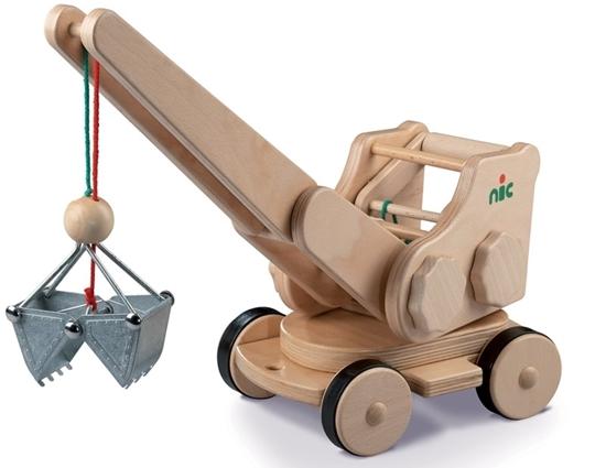 Houten rijdende speelgoed graafmachine met volledig functionerend metalen graafbak.