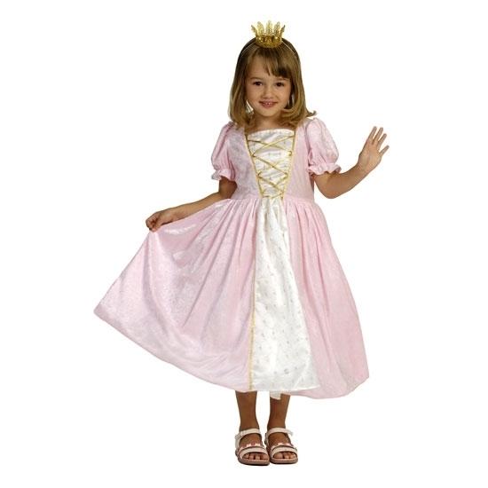 Een meisje draagt een roos fluwelen prinsesenjurkje met wit minndestuk. Op het hoofd een gouden kroontje, op de borst gouden lintjes.