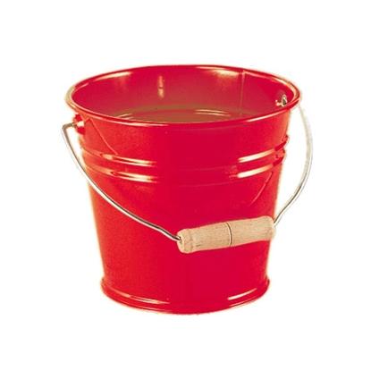 Seau en métal rouge jouet avec poigée en bois.