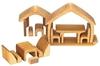 17 meubles de poupées formant ensemble une petite maison en bois de tilleul couleur naturelle.