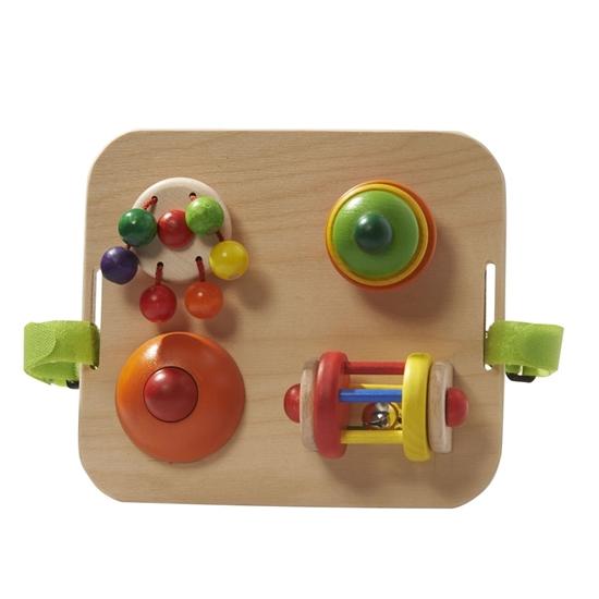 Houten plaat met 4 activiteiten voor baby's met velcro's om aan spijlen vast te maken.