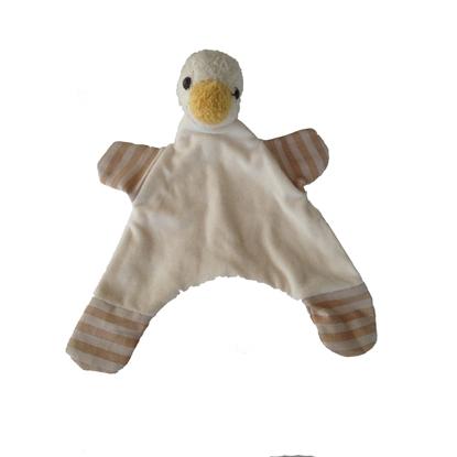 Lappenpopje in witte bio  katoenfluweel met een eendenhoofdje met gele bek en bruin en beige en grijze pootjes.