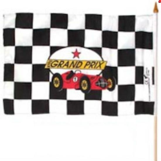Vlag met zwarte en witte blokjes met een rode racewagen op gedrukt en de woorden Grand Prix