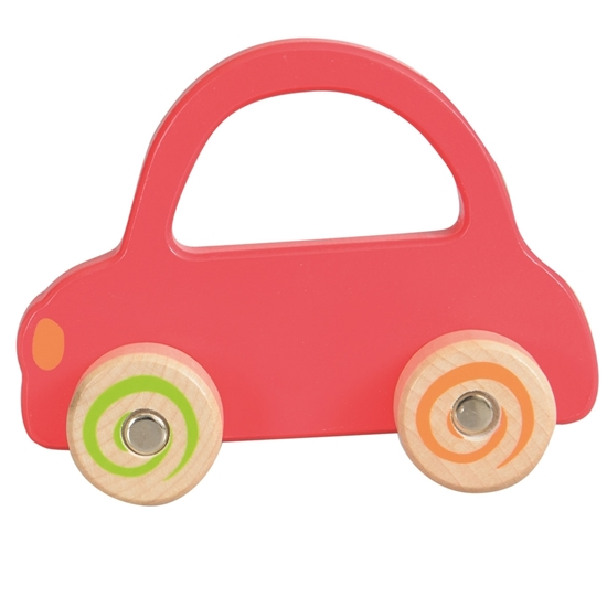Rode houten speelgoed auto voor baby handjes.