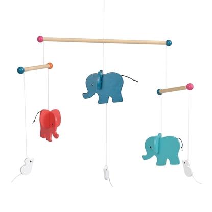 Houten mobiel met 3 olifantjes, 1 blauw, 1 rood en 1 appelblauwzeegroen en 3 kleine witte muizen.
